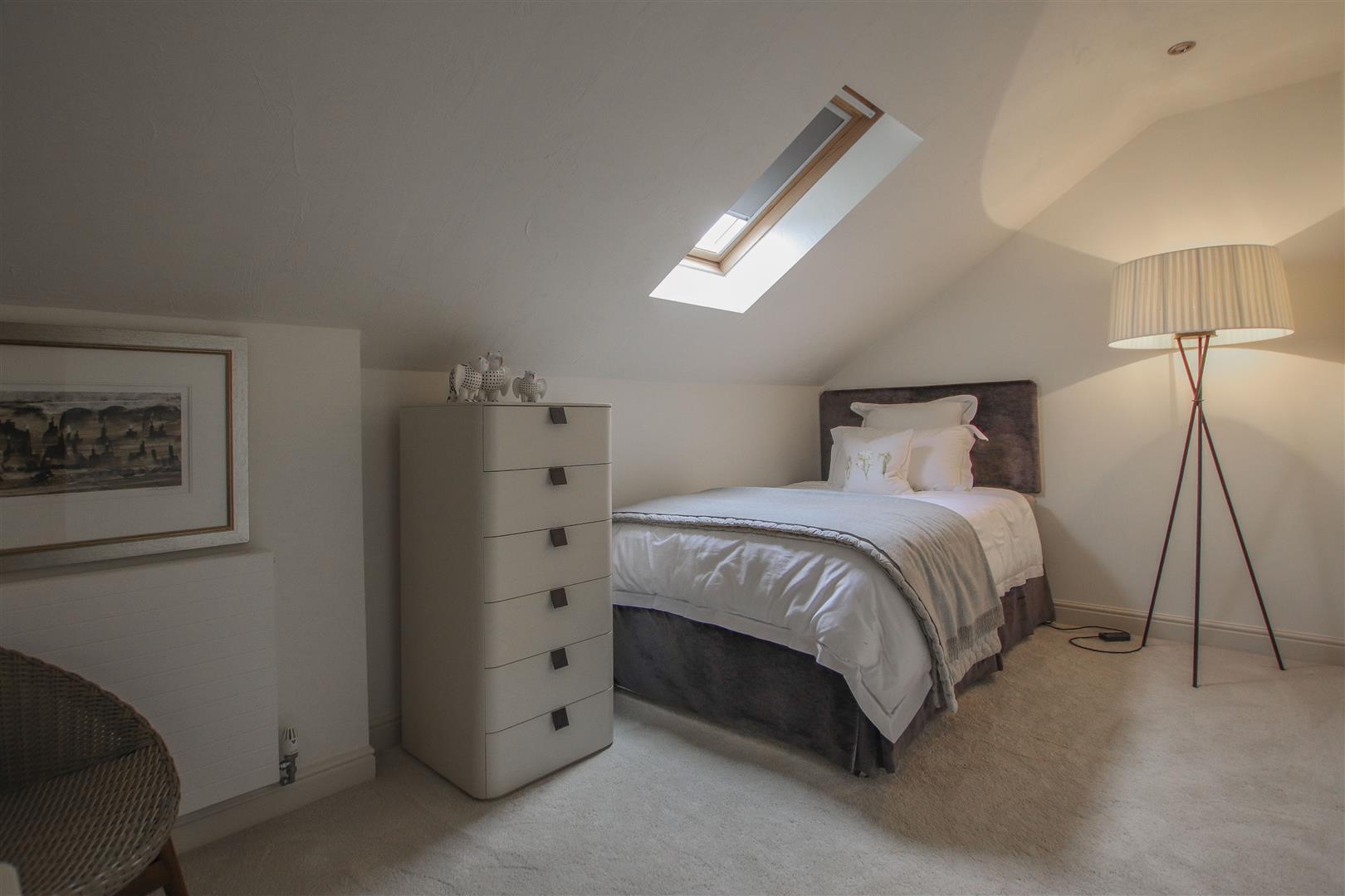 5 Bedroom Semi-detached House For Sale - 23.JPG